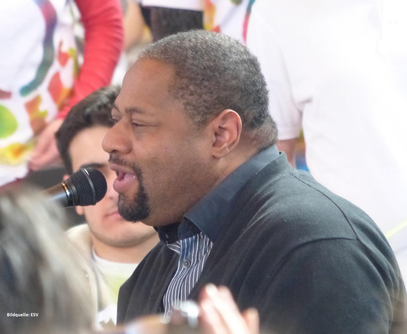 Sänger David Thomas gibt Gospel-Konzert mit behinderten jungen Menschen