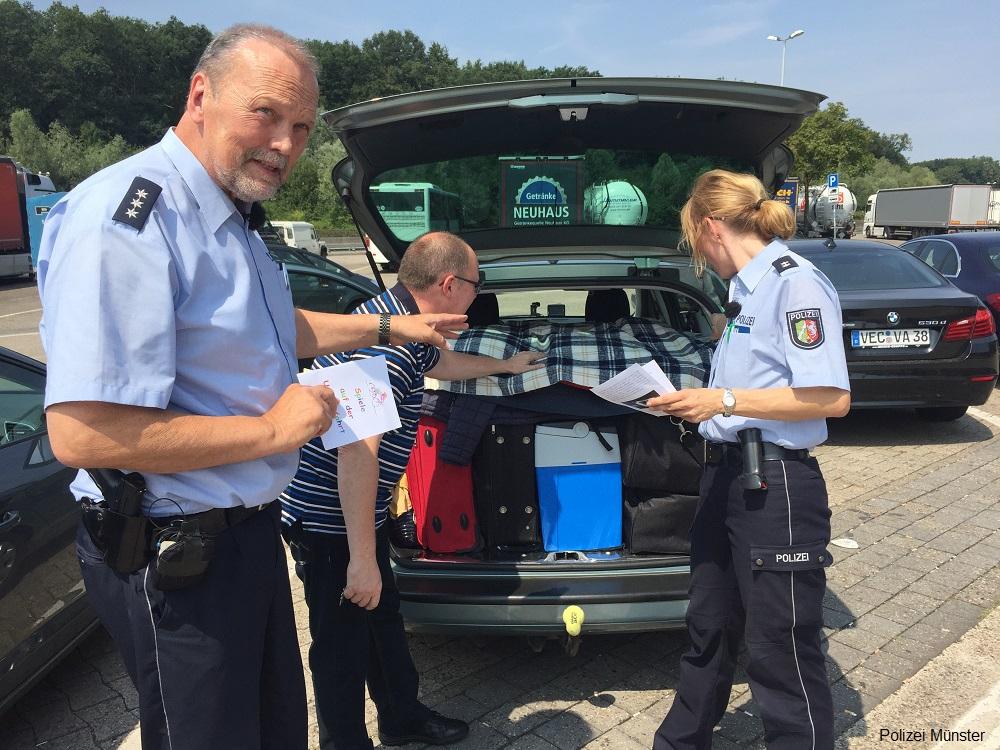 """""""Sicher mit dem Auto in den Urlaub"""" – Polizei informiert Urlaubsreisende am 14. Juli 2018 an der A 1"""