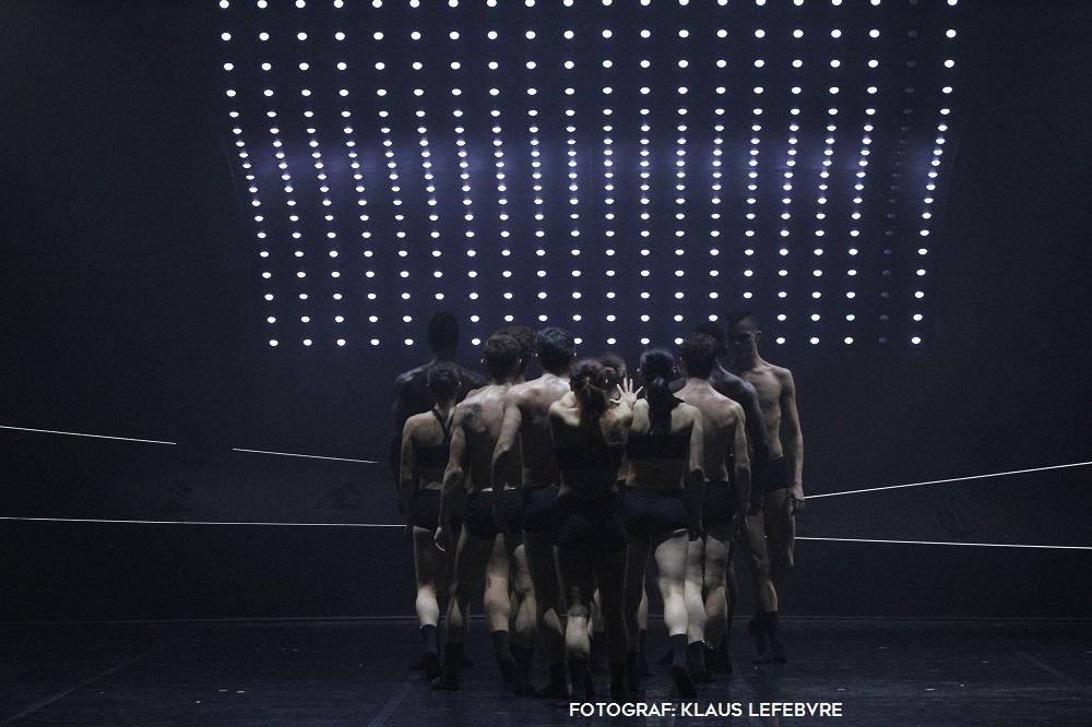 """DIE STUNDE DER KRITIK zum Ballettabend """"MOVE ON"""""""