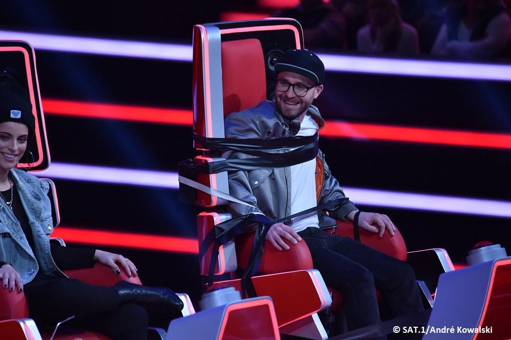 """Warum sitzt Mark Forster am Sonntag bei """"The Voice Kids"""" gefesselt in seinem Coach-Stuhl?"""