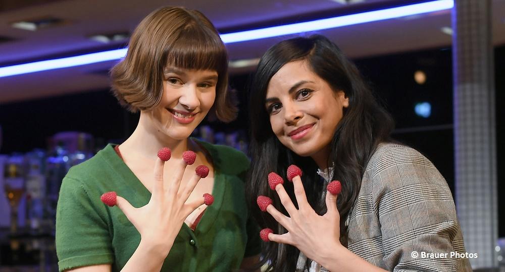 """Süße Himbeeren zum Musical-Jubiläum in München! Collien Ulmen-Fernandes gratuliert zur 100. Show von """"Die fabelhafte Welt der Amélie"""""""