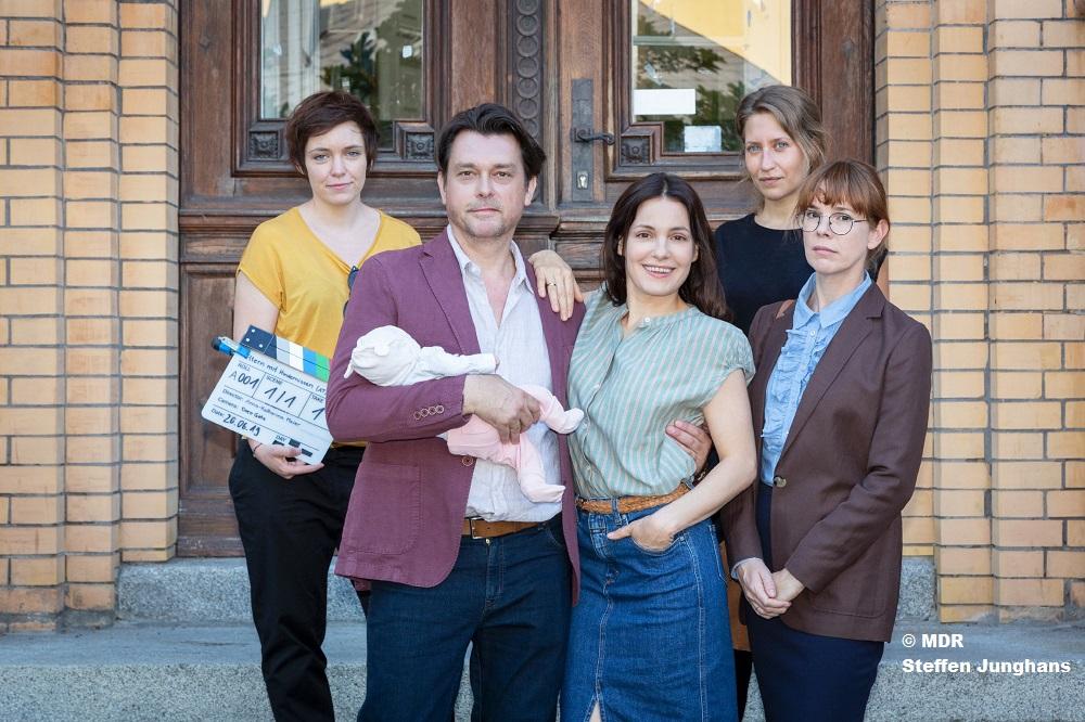 """""""Eltern mit Hindernissen"""" – Drehstart für weitere MDR/ORF-Koproduktion mit Nicolette Krebitz"""
