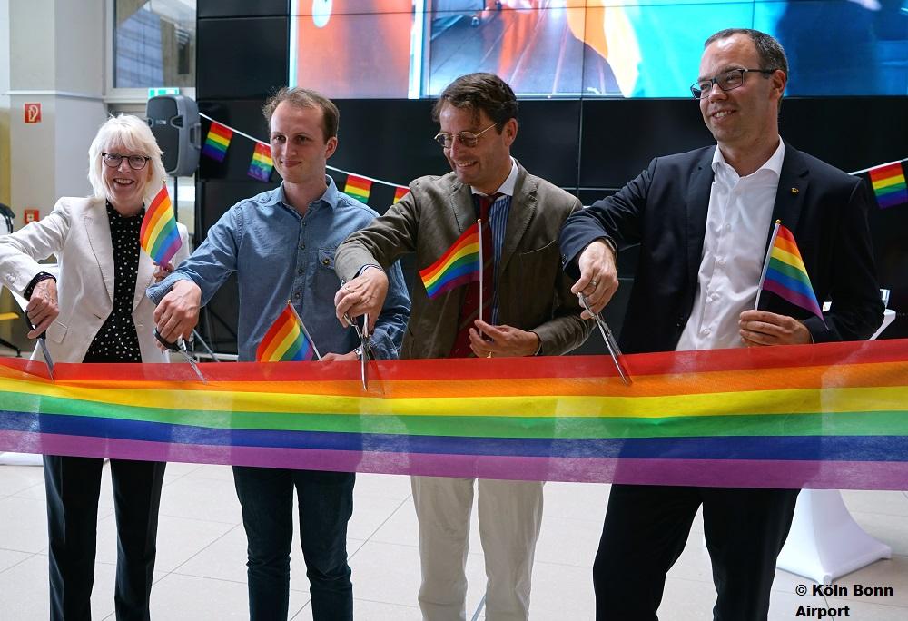 Regenbogenfarben am Köln Bonn Airport