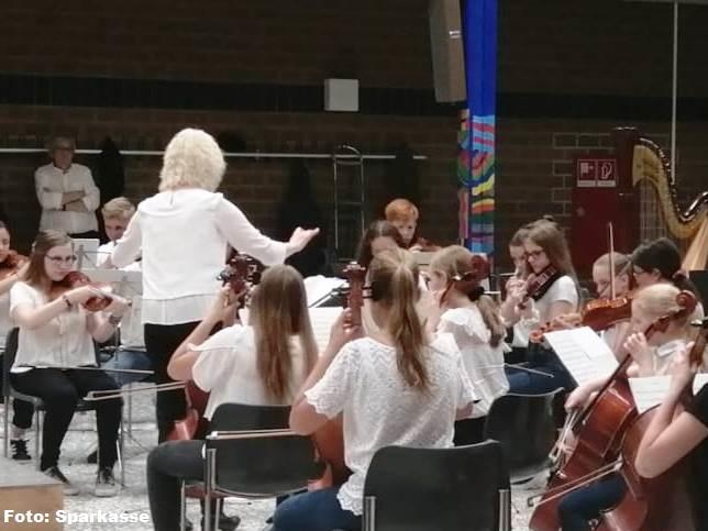 FRÖHLICHE ADVENTSZEIT mit der Max Reger Musikschule