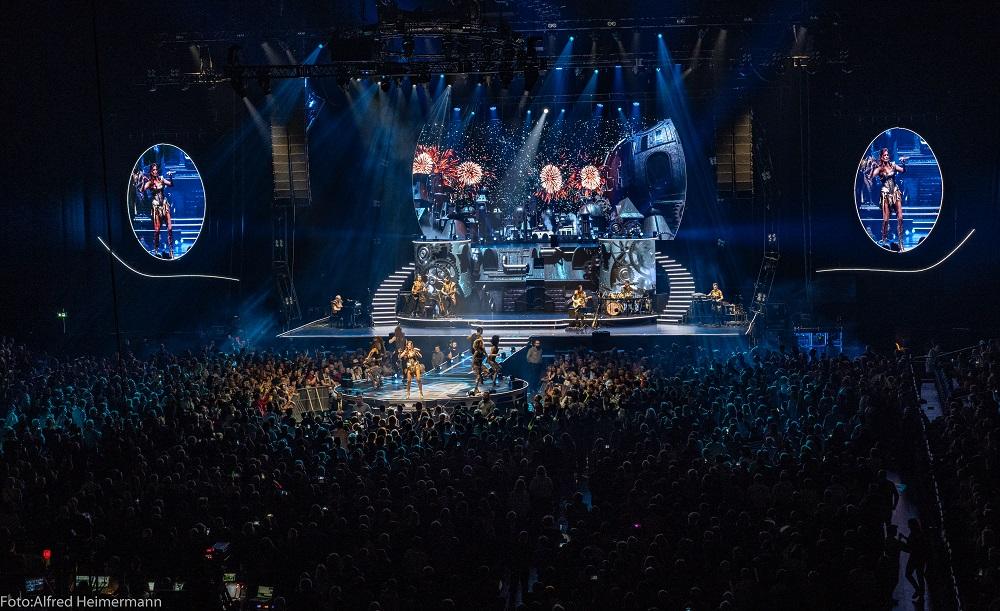 ANDREA BERG MOSAIK-LIVE ARENA TOUR steht für ausverkaufte Hallen & eine bombastische Bühnenshow