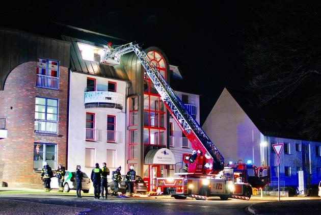 Zimmerbrand in der Nacht